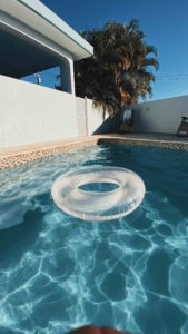Pool with a clear inner tube